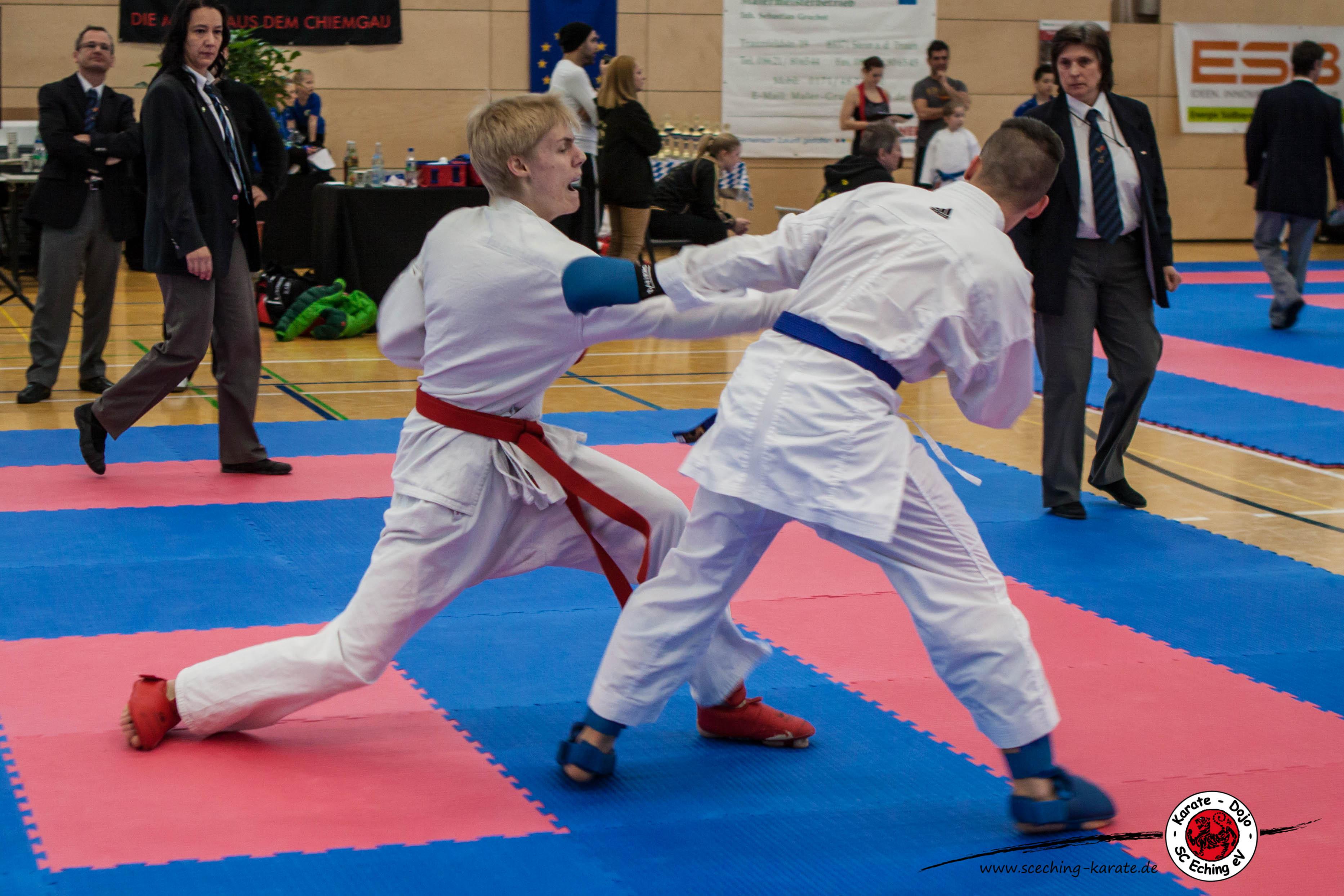 Leon (links) Angriff mit Gyaku-Zuki