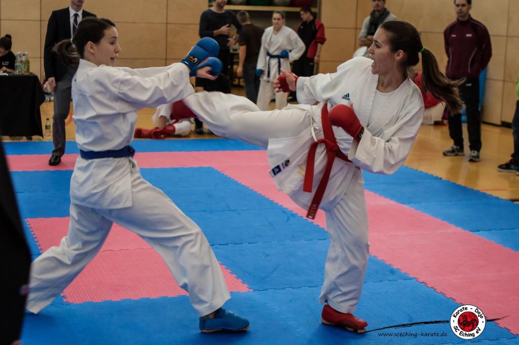 Johanna (rechts) mit Mawashi- Geri